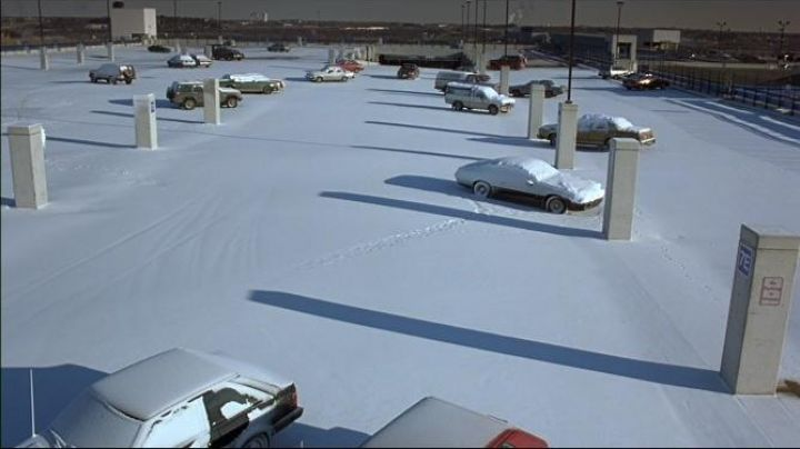 The parking lot of the Airport St Paul of Minneapolis Minnesota in Fargo - Movie Outfits and Products