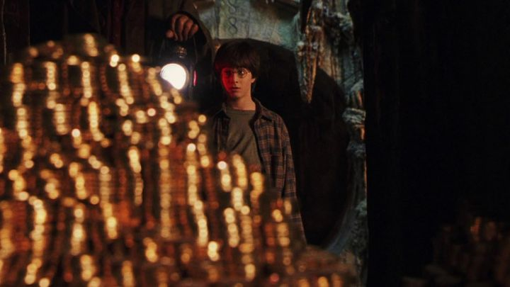 The parts of the Goblins of Gringotts in the trunk of Harry potter (Daniel Radcliffe) in Harry Potter and the sorcerer's stone - Movie Outfits and Products