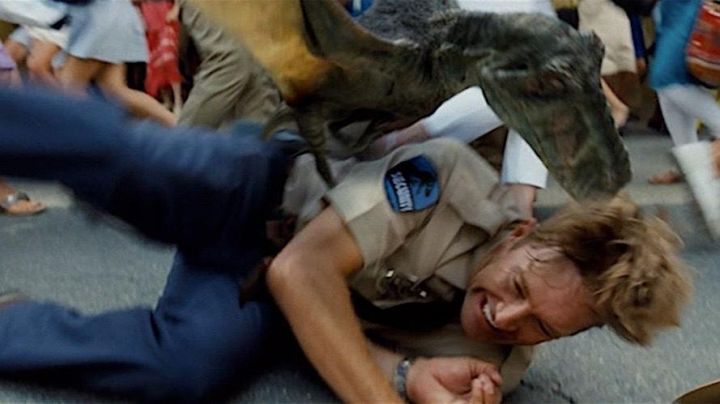 Fashion Trends 2021: The patch of the security guards of the park in Jurassic World