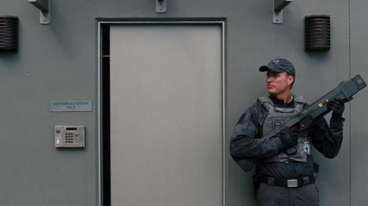 The patches velcro unit ACU in Jurassic World - Movie Outfits and Products