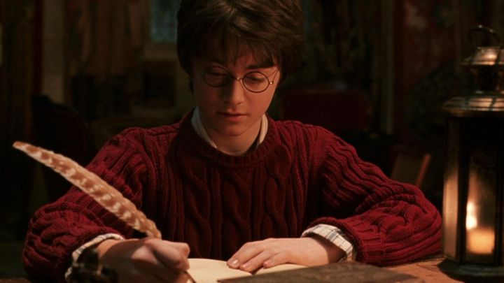The pen writing from Hogwarts Harry Potter (Daniel Radcliffe) in Harry Potter and the chamber of secrets - Movie Outfits and Products