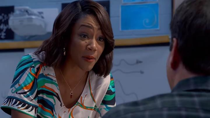 The pendant in the shape of a red crystal of Carrie (Tiffany Haddish) in Night School Movie
