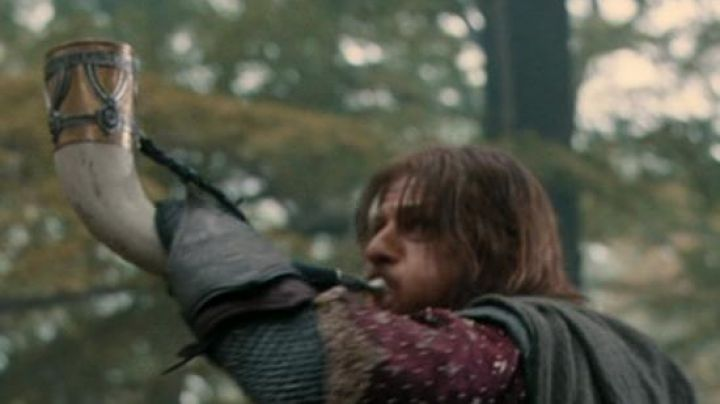 The perfect  of the horn of Boromir (Sean Bean) in The Lord of the Rings : the fellowship of The Ring - Movie Outfits and Products