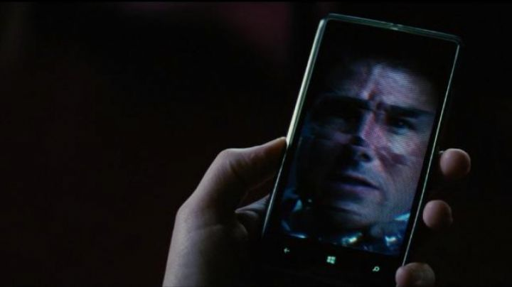 The phone Nokia Lumia in Mission : Impossible - Rogue Nation - Movie Outfits and Products