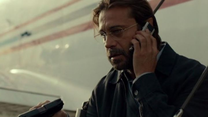 The phone Under Xavier Heimdahl (Jordi Mollà) in Criminal - Movie Outfits and Products