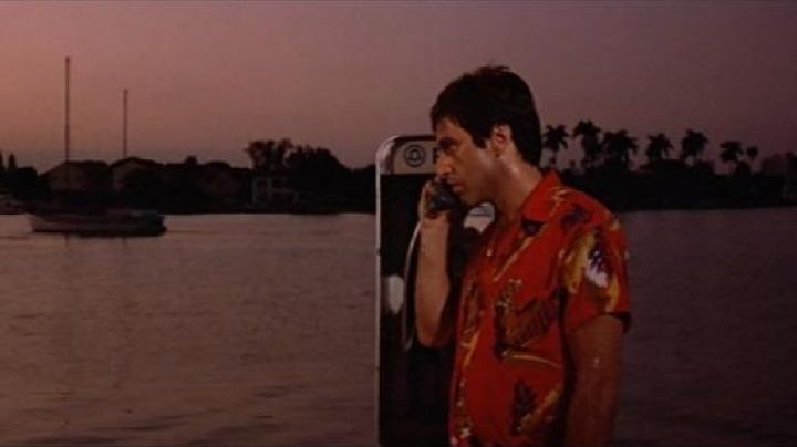 The phone booth used by Tony Montana (Al Pacino) on MacArthur Causeway to Miami in Scarface - Movie Outfits and Products