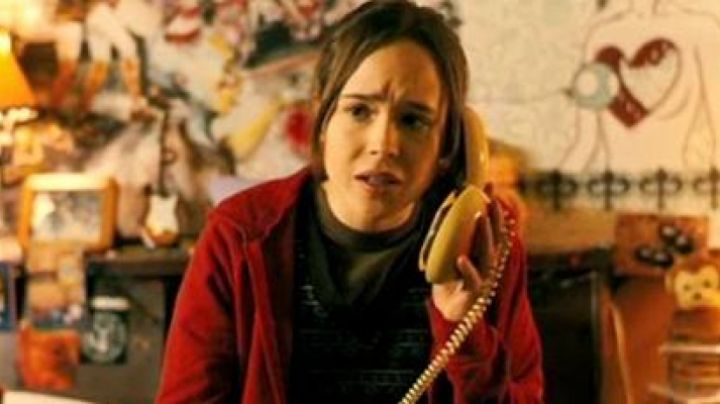 The phone in the shape of a hamburger Juno MacGuff (Ellen Page) in Juno movie