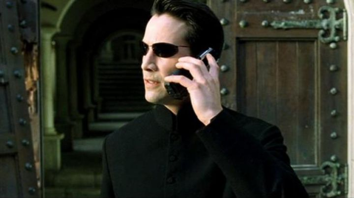The phone of Neo, Morpheus and Niobe in the Matrix Reloaded - Movie Outfits and Products