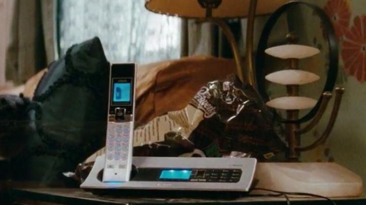 The phone seen in Confessions of a shopaholic - Movie Outfits and Products
