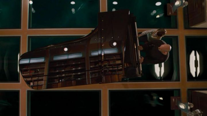 The piano Steinway & Sons in Superman Returns - Movie Outfits and Products