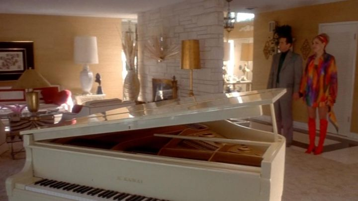 The piano white baby grand Kawai at Sam Rothstein / Ace (Robert De Niro) in Casino - Movie Outfits and Products