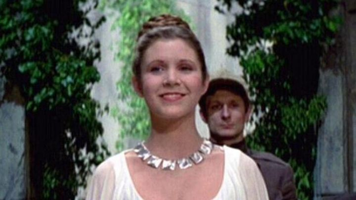 The pieces of the necklace of Princess Leia (Carrie Fisher) in Star Wars IV - Movie Outfits and Products