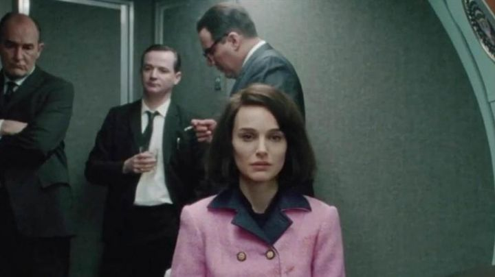 Fashion Trends 2021: The pink jacket and the blue of Jackie Kennedy (Natalie Portman) in Jackie