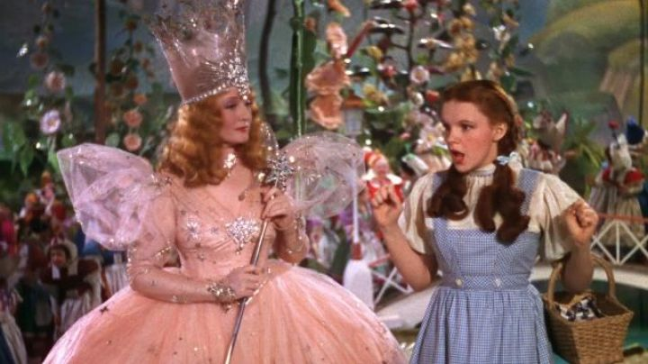 The pink outfit of Glinda the Nice Witch of the North (Billie Burke) in The Wizard of Oz - Movie Outfits and Products