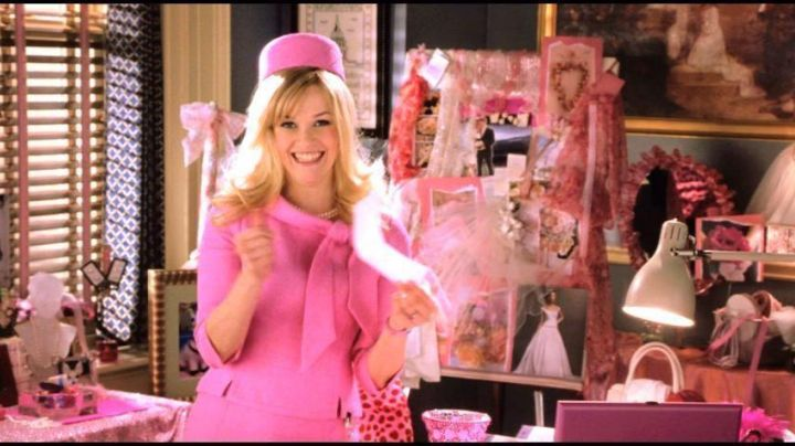 The pink top node of It Woods (Reese Witherspoon) in legally blond movie