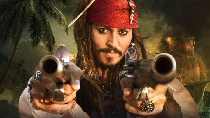 The pistol Jack Sparrow (Johnny Depp) in Pirates of the Caribbean : The Secret of the safe cursed movie