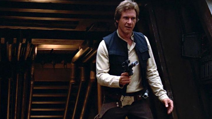 The pistol blaster Han Solo (Harrison Ford) in Return of The Jedi - Movie Outfits and Products