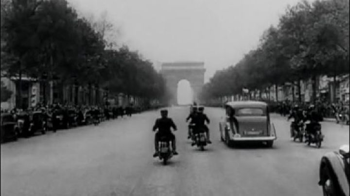 The place Charles De Gaulle in Paris, Roman Holiday - Movie Outfits and Products