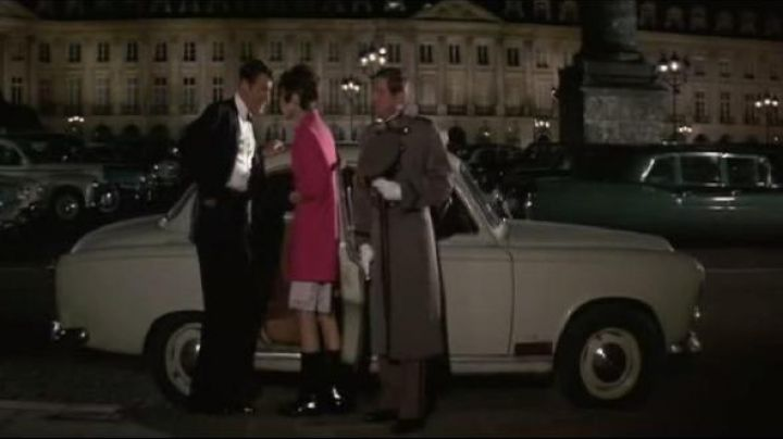 The place Vendôme in How to steal a million (Audrey Hepburn) - Movie Outfits and Products