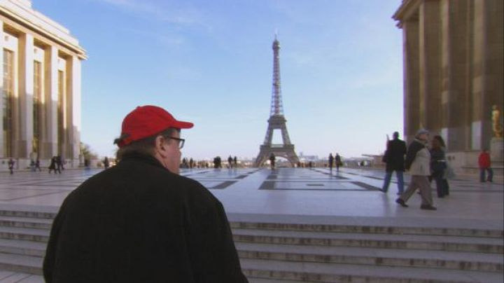 The place du Trocadéro in Sicko (Michael Moore) - Movie Outfits and Products