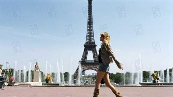 The place du Trocadéro in The Lining (Alice Taglioni) - Movie Outfits and Products