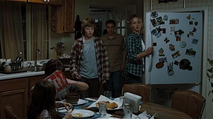 The plaid shirt by Mariana (Jennifer Lawrence) in Far from the scorched earth movie