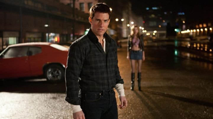 The plaid shirt from Jack Reacher (Tom Cruise) in Jack Reacher movie