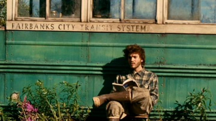 The plaid shirt of Christopher McCandless in Into the wild - Movie Outfits and Products