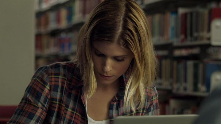 The plaid shirt of Sue Storm (Kate Mara) in The Fantastic 4 movie