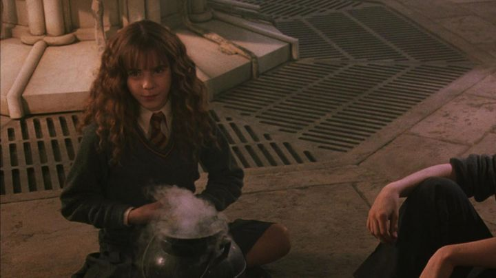 The pleated skirt of Hermione Granger (Emma Watson) in Harry Potter