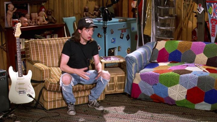 The plush Ronald McDonald in the movie Wayne's World 2 - Movie Outfits and Products