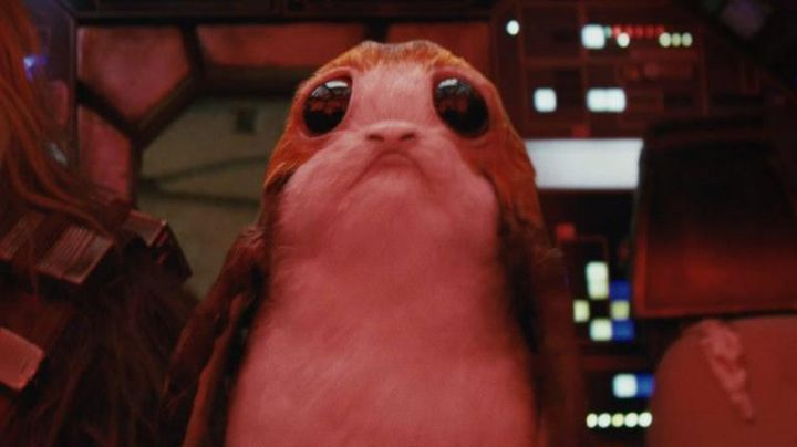 The plush interactive Porg in Star Wars VIII: The Last Jedi - Movie Outfits and Products