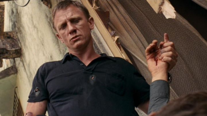 The polo black James Bond (Daniel Craig) in Quantum of Solace - Movie Outfits and Products