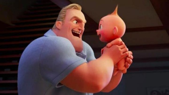 The polo blue cliel of Mr. Indestructible in The Incredibles 2 - Movie Outfits and Products
