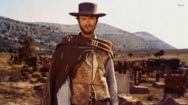 The poncho Blondin (Clint Eastwood) in the good