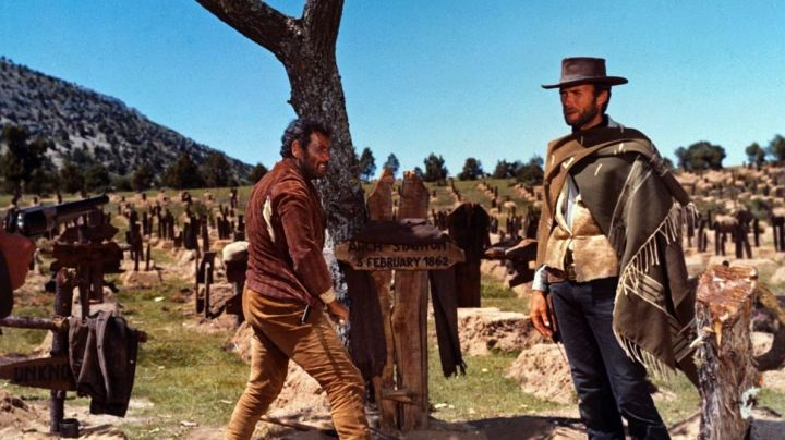 The poncho iconic Blondin / Blondie (Clint Eastwood) in the good