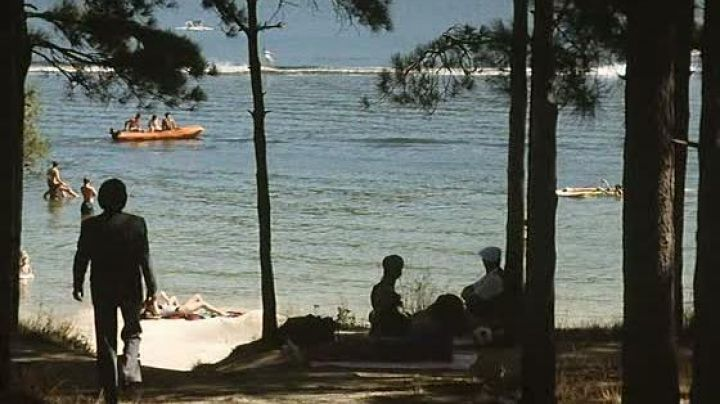 The pool / the lake of Saint-Ferréol in The hell of Claude Chabrol - Movie Outfits and Products