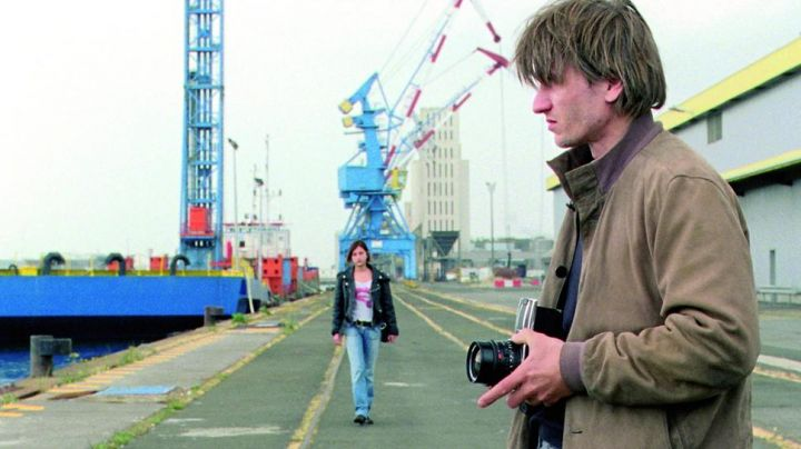 The port of Saint Nazaire in the film In the city - Movie Outfits and Products