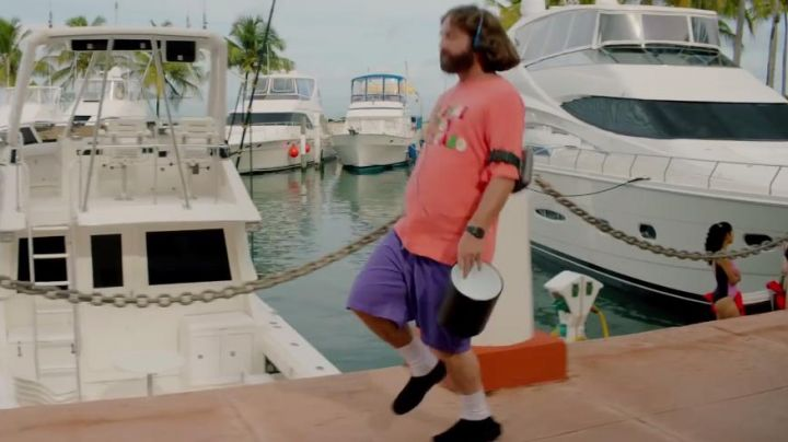 "The portable CD player of David Ghantt (Zach Galifianakis) in ""The brains"" - Movie Outfits and Products"