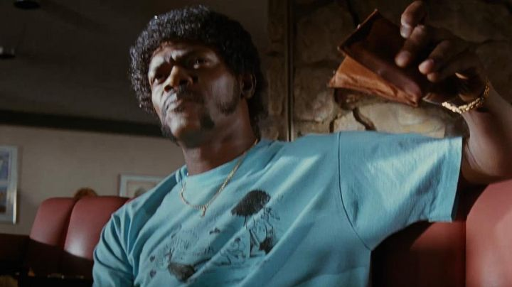 The portfolio of Jules Winnfield (Samuel L. Jackson) in Pulp Fiction - Movie Outfits and Products