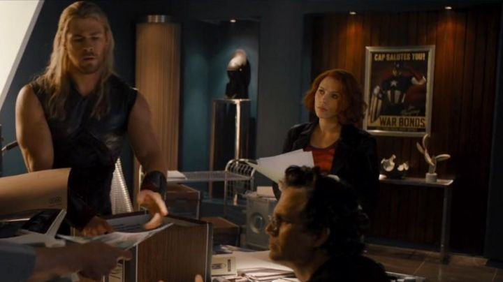 The poster Captain America seen in the Avengers age of Ultron - Movie Outfits and Products