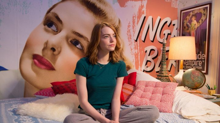 "The poster, ""The Blonde Vampire"" de Sacia Mooers in the room of Mia (Emma Stone) in the The Land - Movie Outfits and Products"