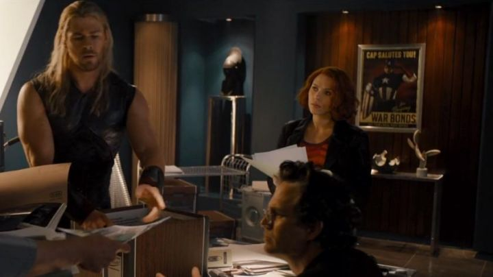 The poster for Captain America seen in the Avengers : age of Ultron - Movie Outfits and Products