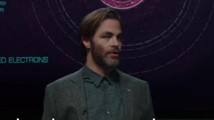 The printed shirt of Dr. Alex Murry (Chris Pine) in A shortcut in time Movie
