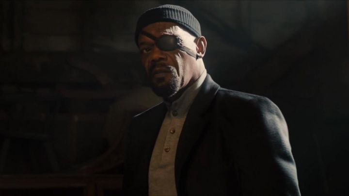 The pull of Nick Fury (Samuel L. Jackson) in the Avengers : Age of Ultron movie