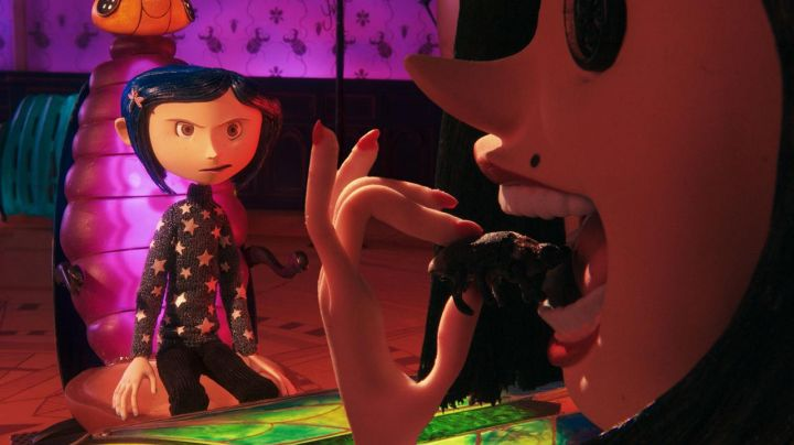 The pull-starred of Coraline in the animated film Coraline - Movie Outfits and Products