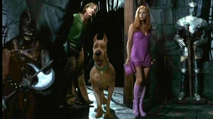 Fashion Trends 2021: The purple boots of Daphne (Sarah Michelle Gellar) in Scooby-Doo