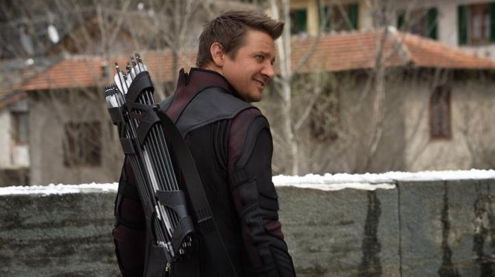 The quiver of Clint Barton / Hawkeye (Jeremy Renner) in the Avengers : Age of Ultron - Movie Outfits and Products