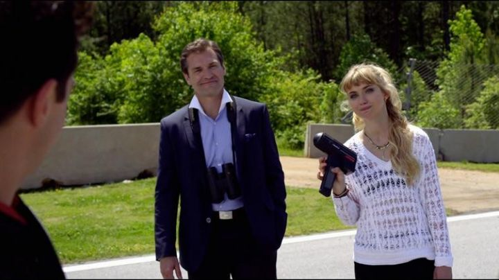 The radar Stalker of Julia Maddon (Imogen Poots) in Need for Speed - Movie Outfits and Products