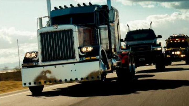 Fashion Trends 2021: The real Peterbilt 379 / Optimus Prime in Transformers